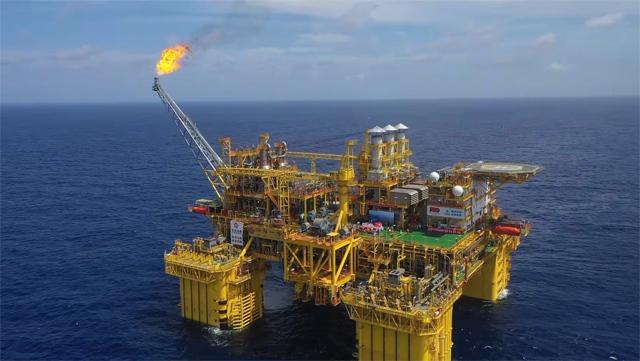 我国首个自营深水大气田深海一号建成投产